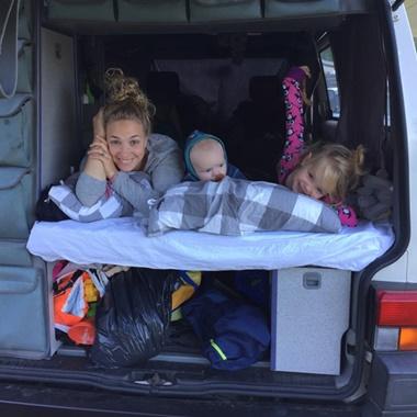 Pauline_met_kids_in_camper