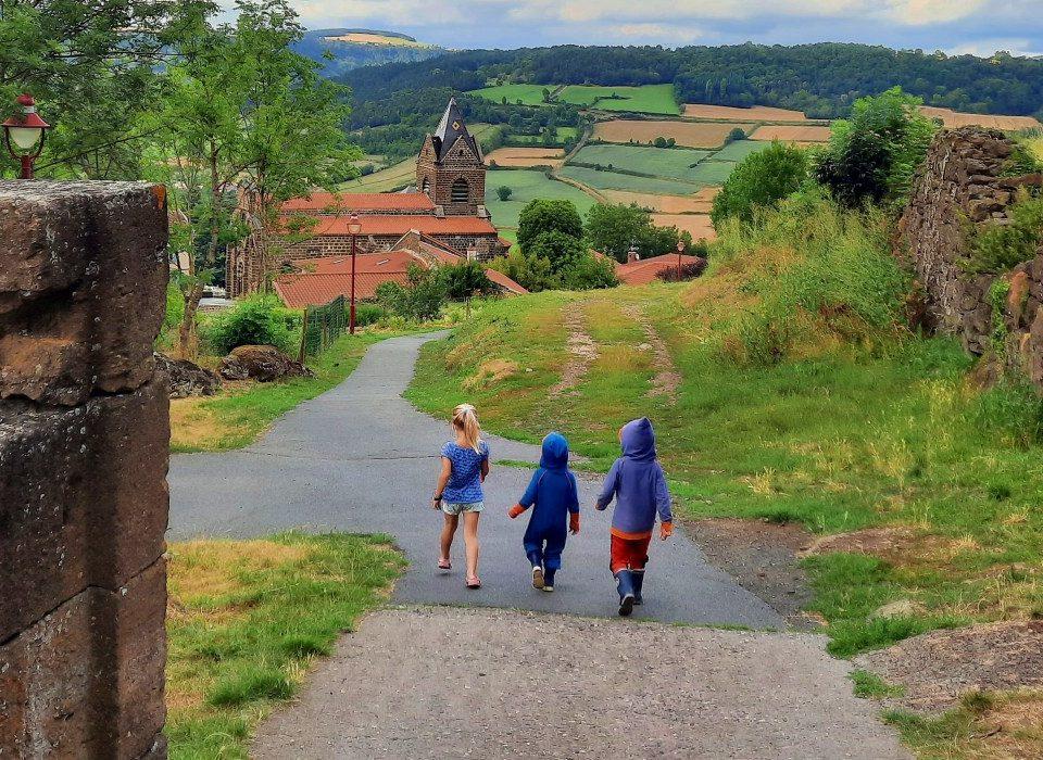 Kinderen lopen in Frankrijk
